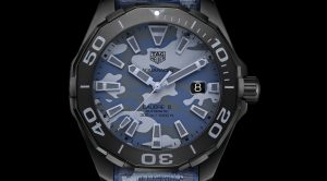 The 43 mm copy TAG Heuer Aquaracer WAY208D.FC8221 watches have blue dials with date windows.