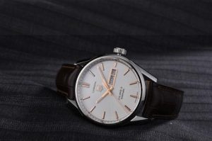 The 41 mm copy TAG Heuer Carrera WAR201D.FC6291 watches have white dials with 18k rose gold hour marks and hands.