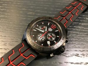 The black and red rubber straps fake TAG Heuer Formula 1 watches have black dials.