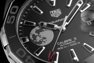 The 43 mm fake TAG Heuer Aquaracer WAY201J.FC6370 watches have black dials.