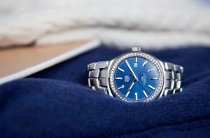 The stainless steel copy TAG Heuer Link WBC2113.BA0603 watches have diamond bezels.