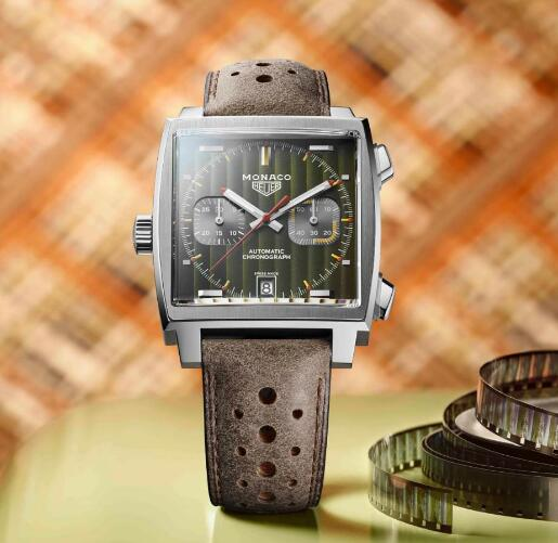 The overall tone of this timepiece is vintage.
