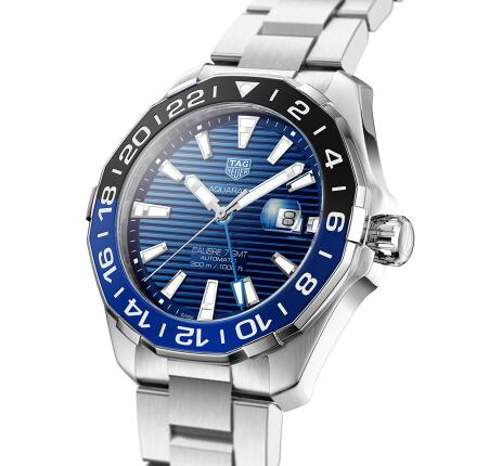 The blue sunray pattern describes the TAG Heuer to be more charming.
