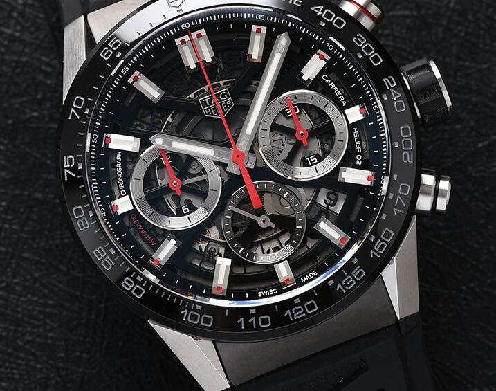 The skeleton dial endows the cheap fake TAG Heuer with dynamic tone.