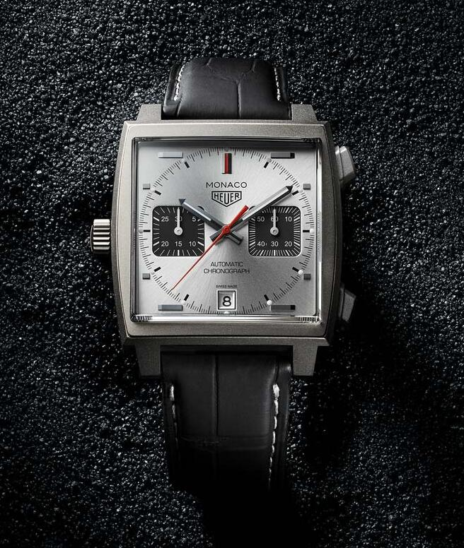 New reproduction watches are measured with 39mm in diameter.