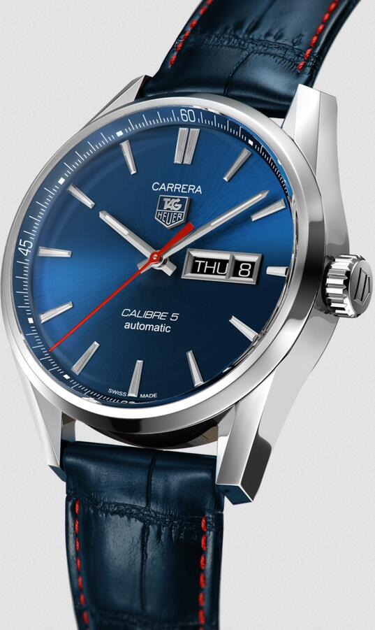 AAA imitation watches look distinctive with the matching of blue and red colors.